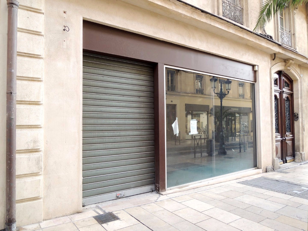 local-commercial-nimes-107-m2