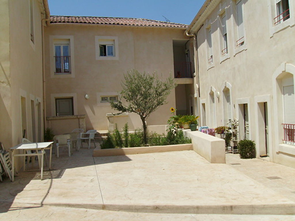 appartement-nimes-2-piece-s-32-m2