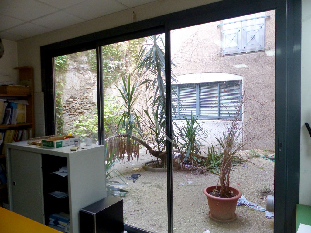 local-commercial-nimes-190-m2